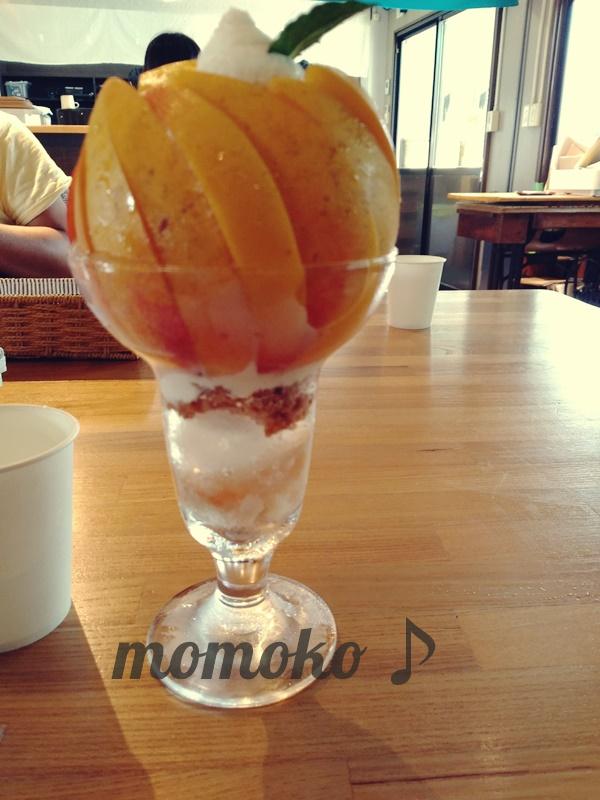 桃農家カフェラペスカの桃パフェ「黄金桃ジュエル」