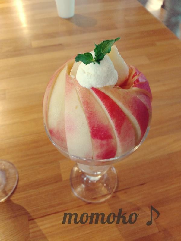 桃農家カフェラペスカの桃パフェ「ピーチジュエル」2